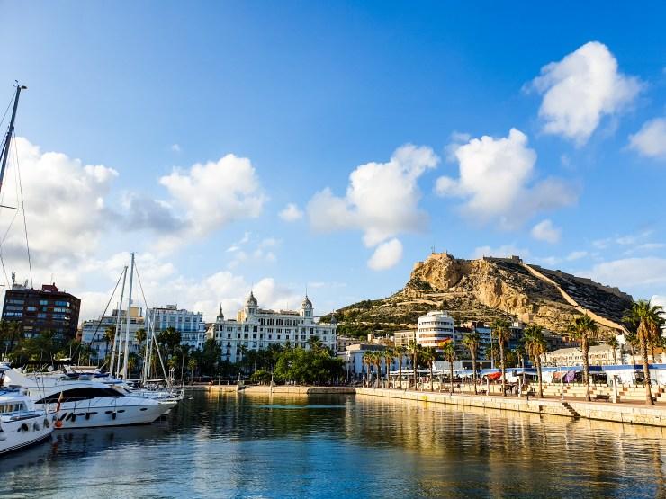 Perspective depuis le port d'Alicante