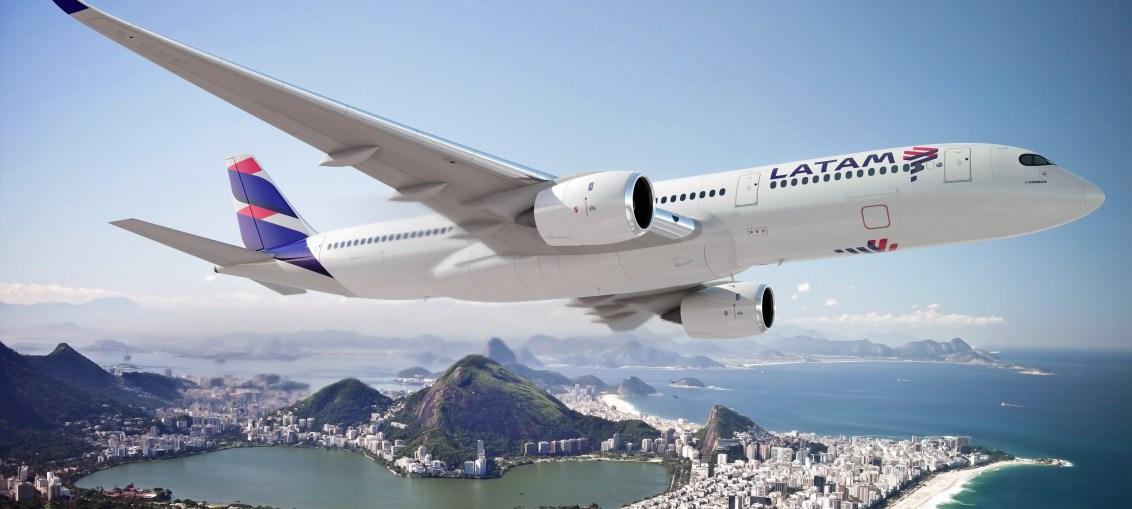 Grupo LATAM Airlines estreia nova marca global LATAM com design de aviões, uniformes e aeroportos