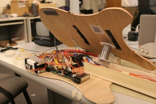 Programmable Synthesized Guitar – The Best Experience to Learn and Plays Acoustic Guitar