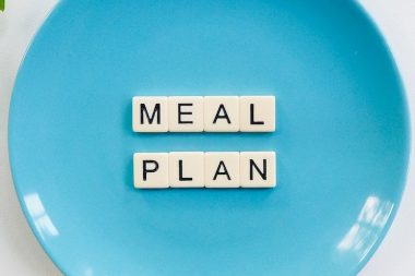 blue-ceramic-plate-with-meal-plan-blocks-2377165