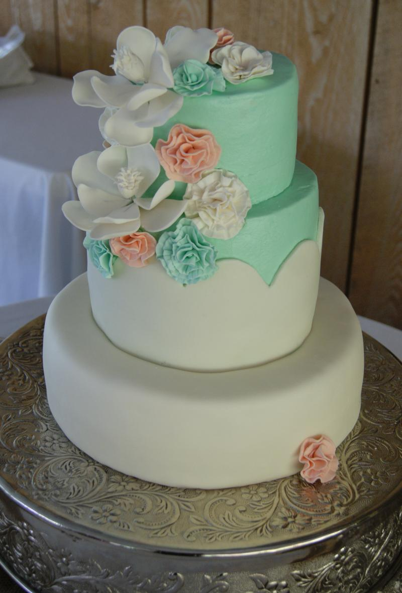Embree House Wedding Cakes   Homemade  melt in your mouth     Homemade  melt in your mouth buttercream icing is our specialty