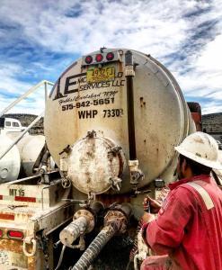 Our 130 barrel vacuum trucks haul fresh water, 10# brine, drilling mud and oil base mud.