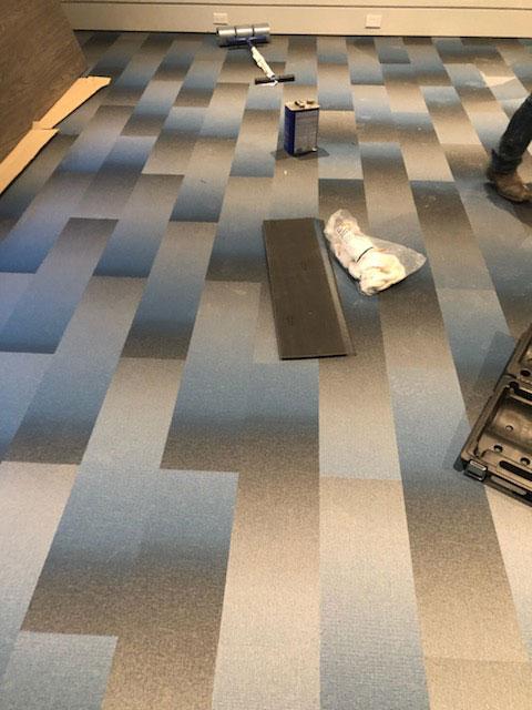 Vinyl gym floor with planking