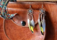 boulces-oreilles-plumes-perruches-diy-dreamcatcher-indien-sac