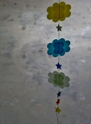 guirlande-nuage-etoile-papier-calque-couleur-DIY-tuto (5)