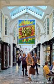 Piccadilly mall - Love Your Life