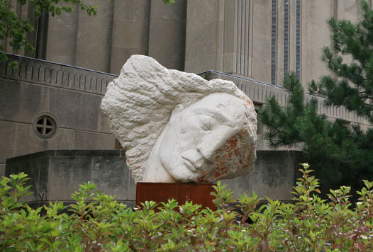 Wounded_Angel_statue_2010