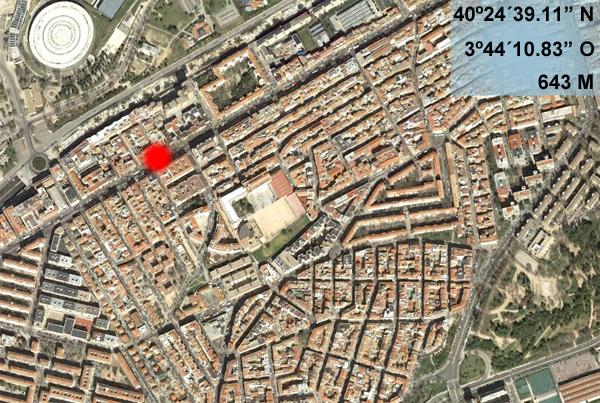Aparatoso accidente contra una caseta de la ONCE en el Paseo de Extremadura (3/4)