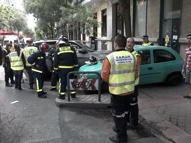 Cuatro heridos en un aparatoso atropello en la calle Hermosilla (1/2)