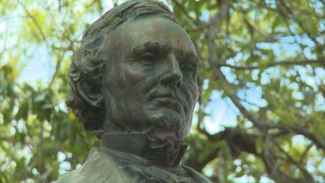 Statue of Jefferson Davis at UT Austin
