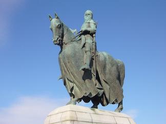 Robert the Bruce statue near the Bannockburn Heritage Centre, Stirling, Scotland (courtesy of Wikipedia)