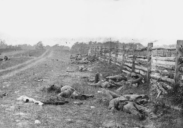 Bodies_on_the_battlefield_at_antietam