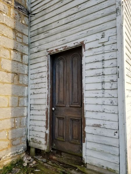 Exterior door at Fairview House, between Front Royal and Winchester, Virginia. Photography by Sarah Kay Bierle, 2016.