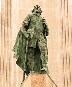 Bronze of Leif Erickson at Hallgrimskirkja