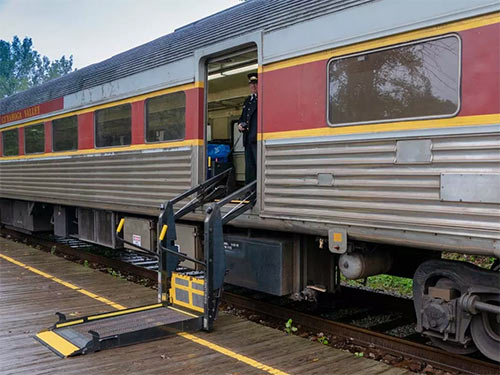 Photo of boarding lift on the Cuyahoga Valley Scenic Railroad