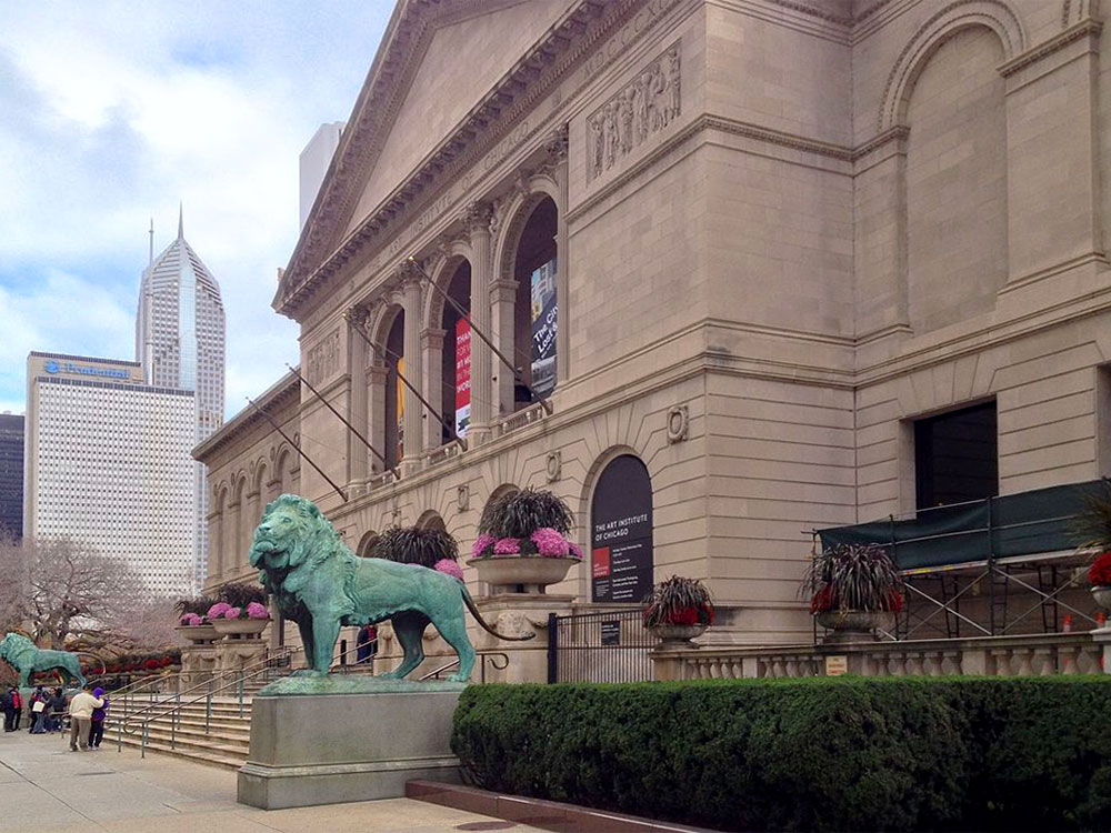 wheelchair-accessible road trip - photo of the Art Institute showing the front facade and lion sculpture