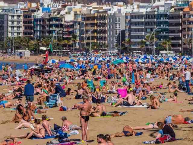 Emigreren Gran Canaria - Wanneer moet je vooral niet emigreren naar Gran Canaria - Overal Toeristen - Las Canteras Gran Canaria - Bengt Nyman via Flickr