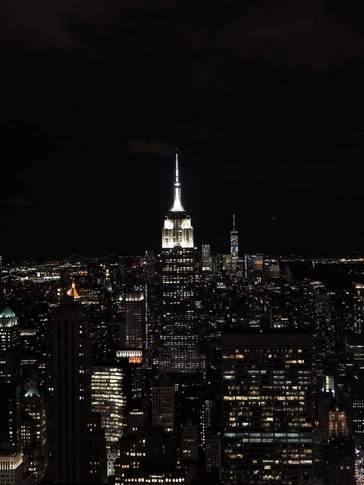 Emigreren Gran Canaria - Reisverslag - Hoogtepunten van New York – Amerika trip deel 1 - Top of the Rock in de avond uitzicht op Empire State Building
