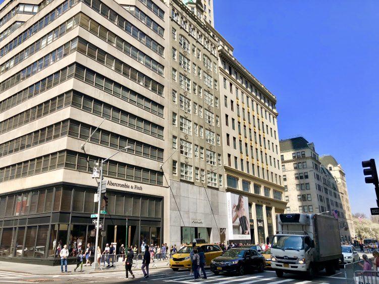 Emigreren Gran Canaria - Reisverslag - Hoogtepunten van New York – Amerika trip deel 1 - Fifth Avenue Prada 5th Avenue