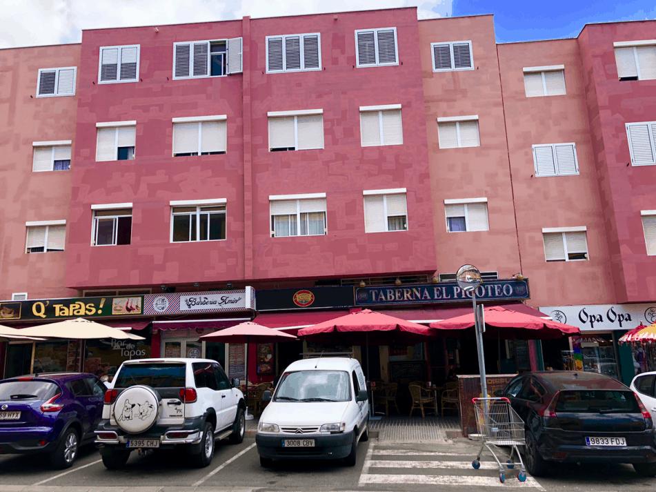 Emigreren Gran Canaria - Restaurant review - Tapas eten bij El Picoteo in San Fernando - Gevel El Picoteo San Fernando