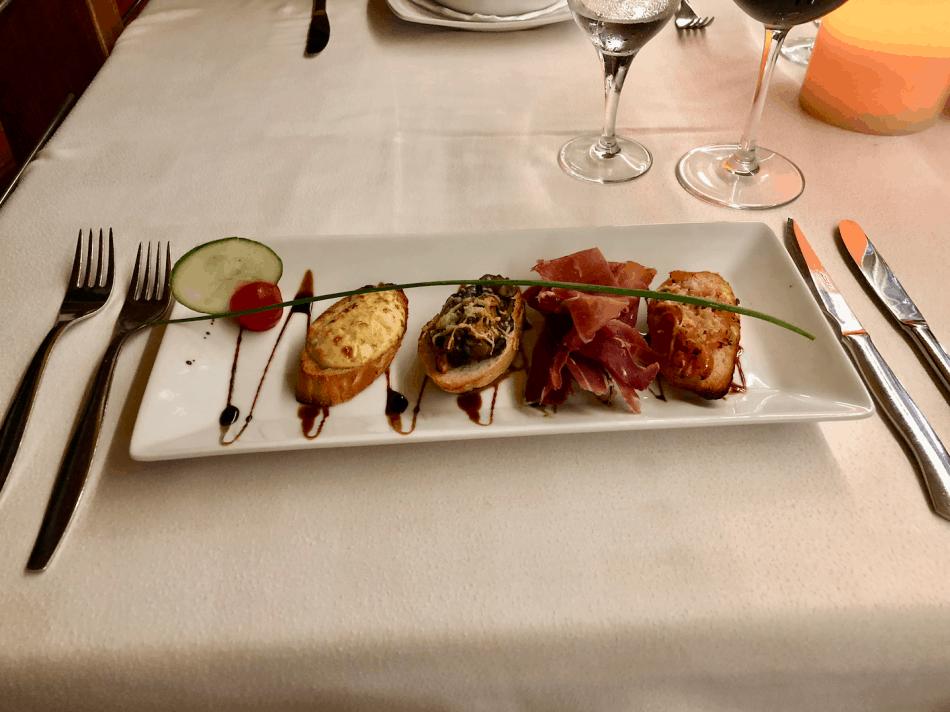 Emigreren Gran Canaria - restaurant tips - Eten bij Palm Garden in Arguineguin - voorgerecht - Bruschetta mix