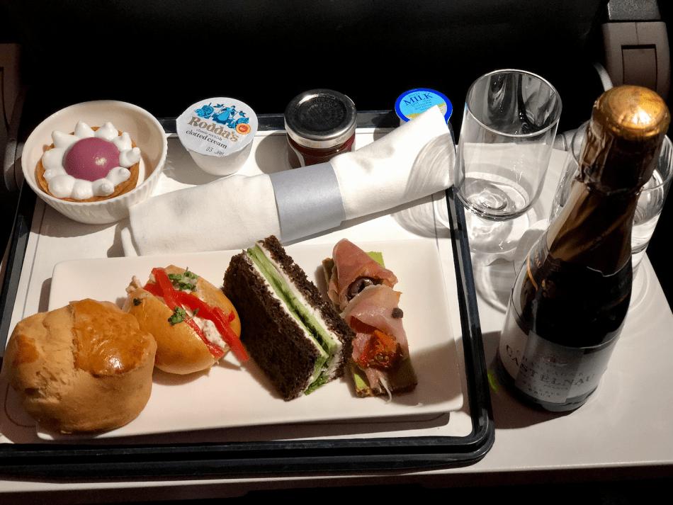Maaltijd in British Airways Club Europe vlucht Heathrow Londen naar Schiphol Amsterdam
