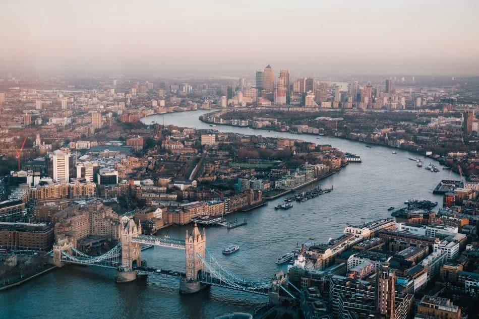 Boven aanzicht over Londen en de Theems Rivier aparte bezienswaardigheden in Londen