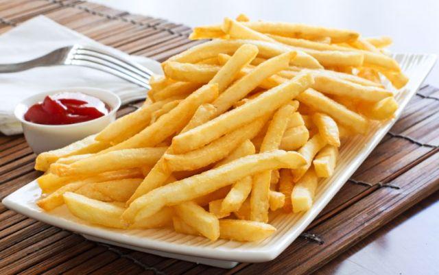 Visul multor romani: cartofi prajiti ca la fast-food. Din acest motiv astfel de articole au succes.