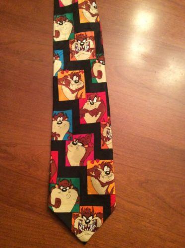 Cravata e obligatorie, diavolul tasmanian e optional. Cati dintre voi v-ati gandit macar o secunda sa purtati asa ceva?