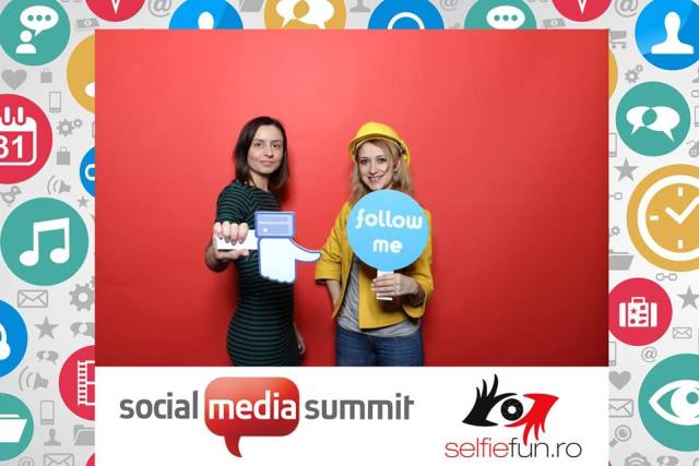 Cele 2 frumoase colege de agentie, Laura si Sofia, poza fiind facuta la Social Media Summit 2015