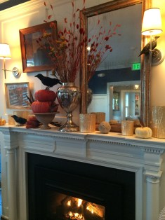 Love the autumn and Halloween decorations in the breakfast room