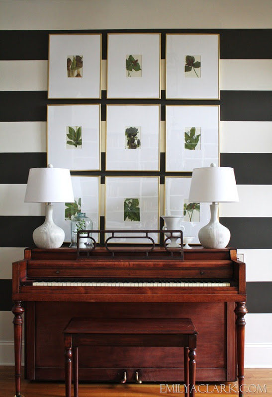 She Evidently Likes Black And White Has Used It To Full Effect In The Entry By Painting Walls Stripes Gives Some Tips For