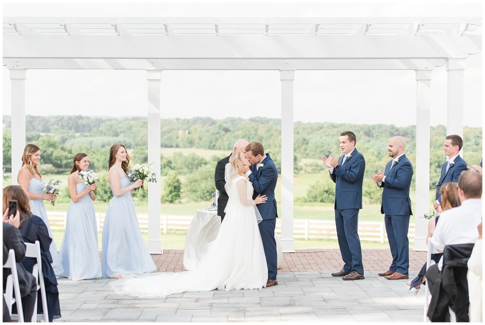 raspberry-plain-manor-wedding-photo-ceremony-first-kiss