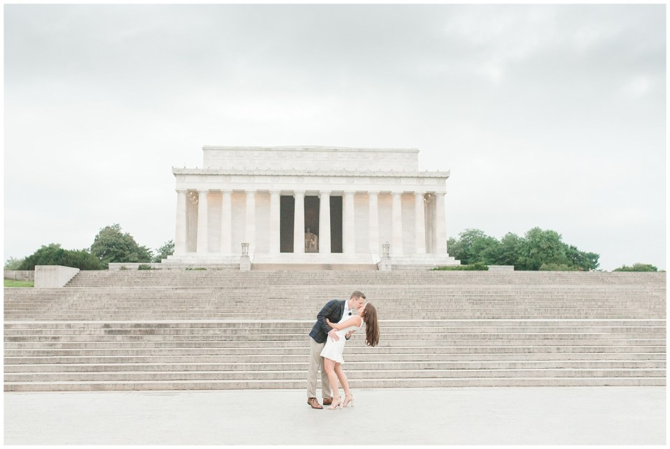 lincoln-memorial-engagement-photo