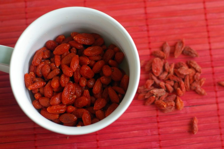 Rehydrate goji berries for smoothies
