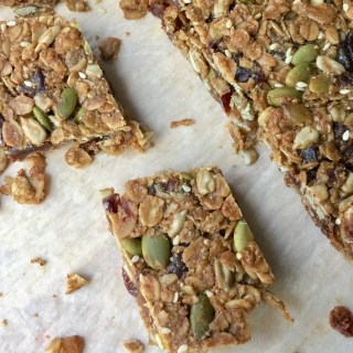How to make healthy granola bars at home.