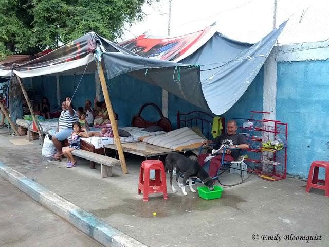 Makeshift camp on Manta sidewalk