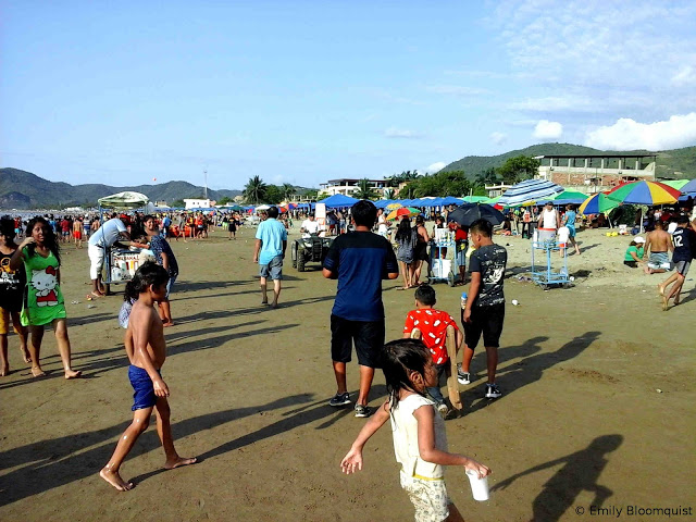 Crowded Puerto Lopez beach