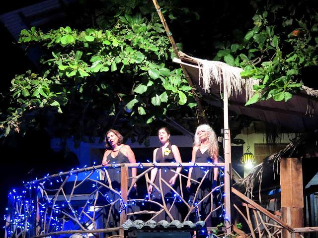 Three sopranos in Olon Ecuador concert
