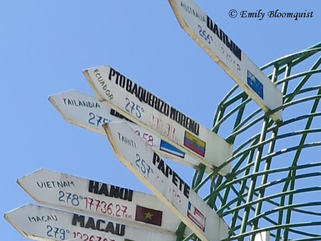 Puerto Lopez direction sign