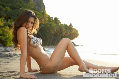 Emily-Ratajkowski-for-Sports-Illustrated-Swimsuit-Edition-2014xf