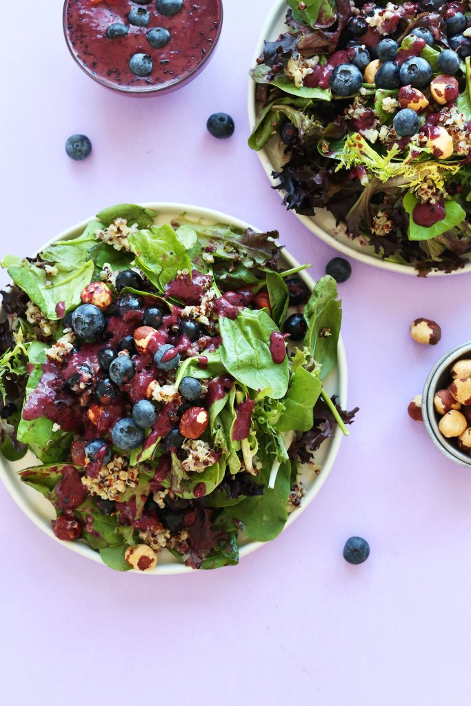 HEALTHY-Blueberry-Quinoa-Salad-with-a-Blueberry-Balsamic-Vinaigrette-recipe-healthy-dinner-salad-blueberry-summer-glutenfree