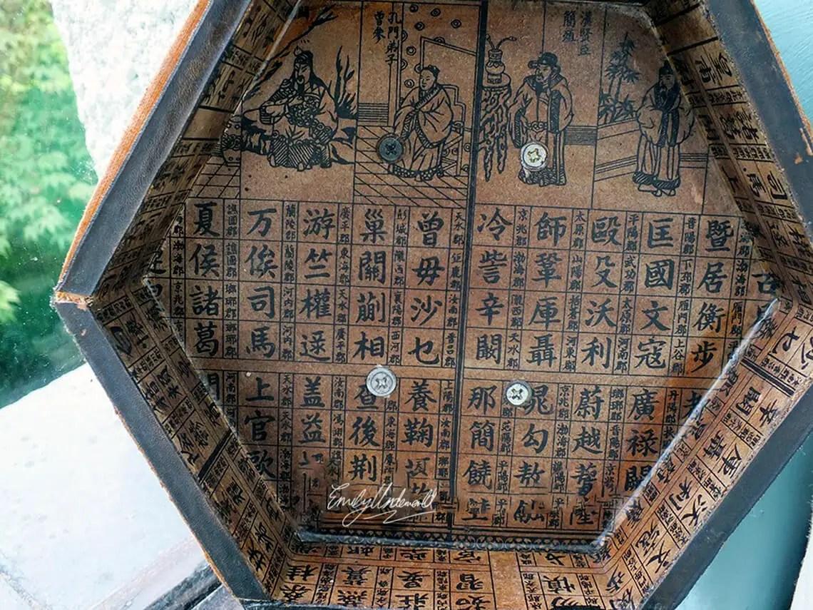 inside-oriental-box-windowsill