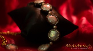 styleaura-h-mother-of-pearl-with-cezete-choker