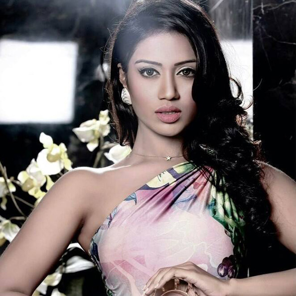 Niventha Pethuraj is crowned Miss India UAE 2015