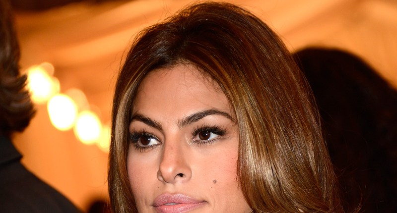 eva-mendes-celebrity-non-invasive-surgery