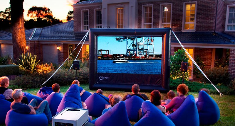 UAE Outdoor Cinemas – Emirates Woman