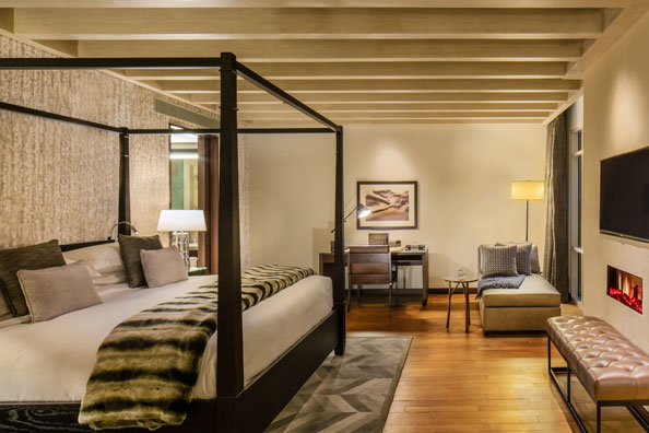 3_Bedroom_Ski_Chalet_Master_Bedroom-(1)