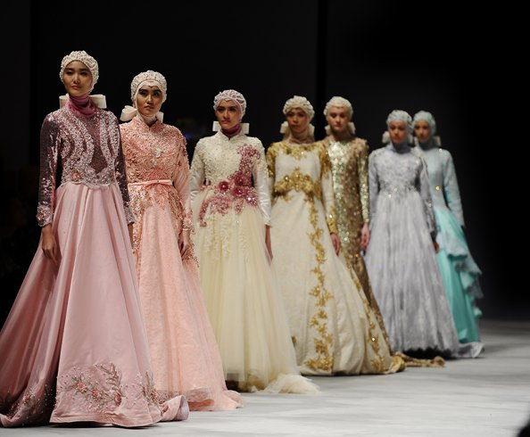 Muslim Designer Makes History With All Hijab-Collection At New York Fashion Week