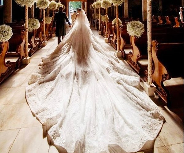 Incroyable This Crystal Heiressu0027 Dubai Made Wedding Dress Cost A Whopping Dhs3.6  Million